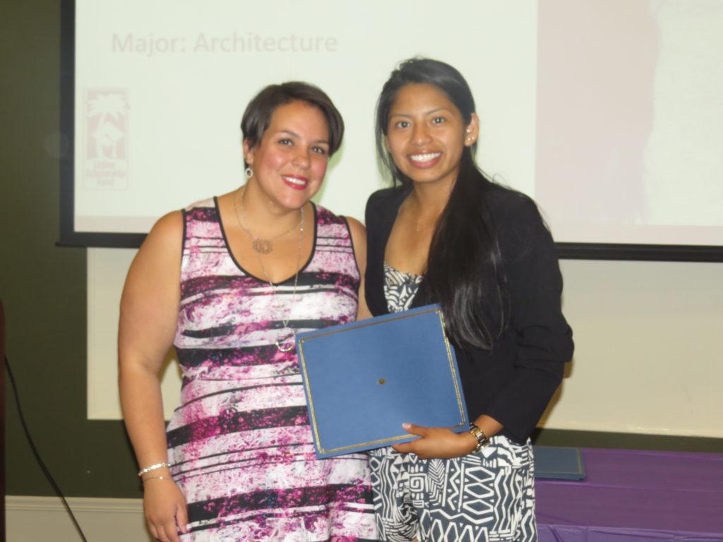 Fondo de Becas Latino Apoya a Estudiantes