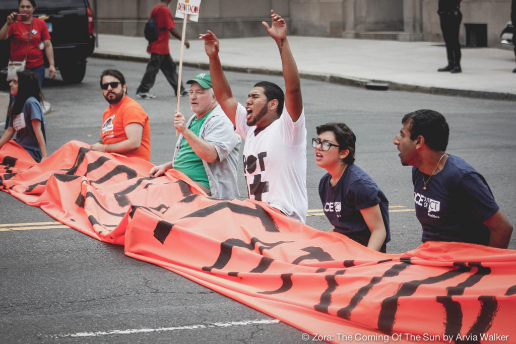 Manifestantes Bloquean Main Street de Hartford en Contra de Fallo Migratorio