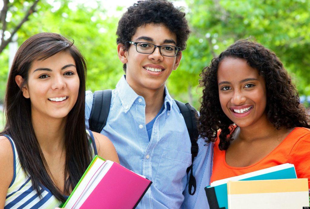 CREAR Futuros Pretende Ayudar a los Estudiantes de Primer Año en su Primera Experiencia en la Universidad
