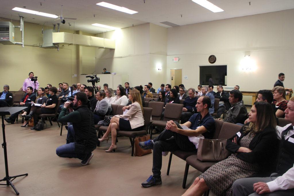 Diálogo Comunitario Ayuda la Comunicación Entre la Alcaldía y la Comunidad Inmigrante