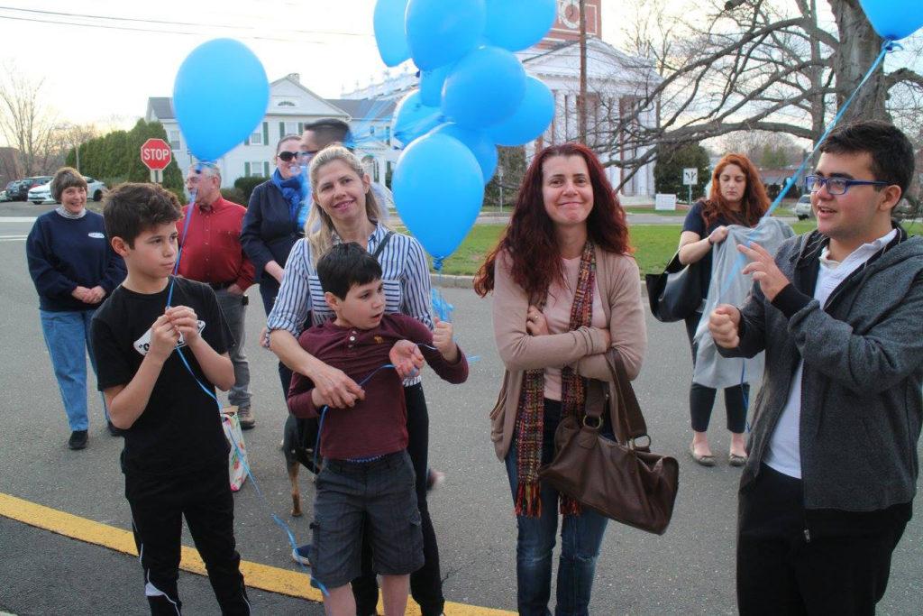 Encontrando Maneras de Vivir con el Autismo: La lucha de una madre en busca de tratamientos alternativos para su hija