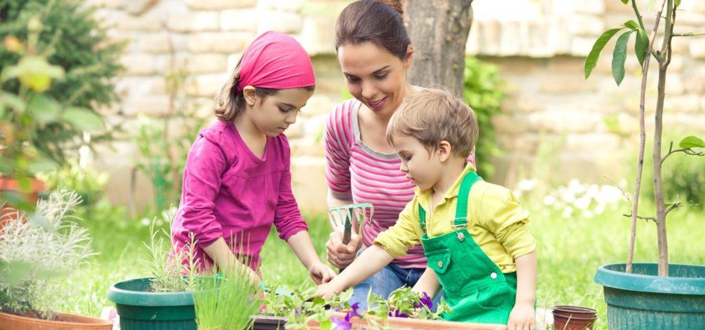 El Valor de Cultivar un Jardín con los Niños