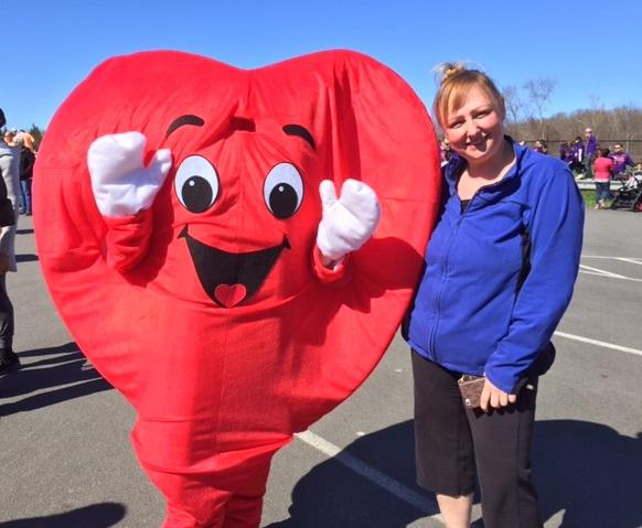 Carolyn Hatzi Recibe el Premio al Cambio de Estilo de Vida de la Asociación Americana Cardiaca