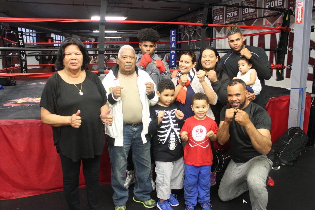 Atleta de Danbury Lleva un Legado Familiar de Boxeo