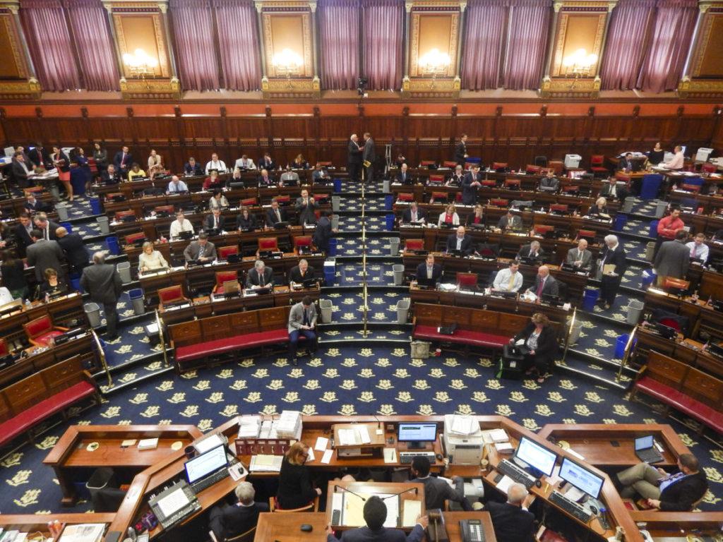 Sesión Legislativa 2017: Continúan las Preocupaciones Presupuestarias, pero Hay Victorias Trascendentales para los Residentes de Connecticut