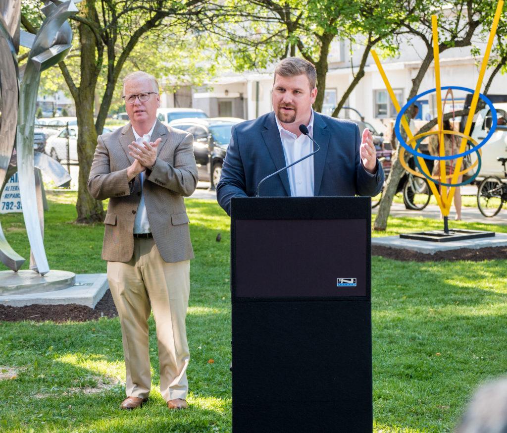 Parque de Esculturas Urbanas Mejora el Aspecto del Centro de Danbury