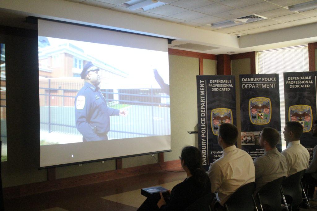 Departamento de Policía de Danbury Lanza Innovadora Campaña de Reclutamiento