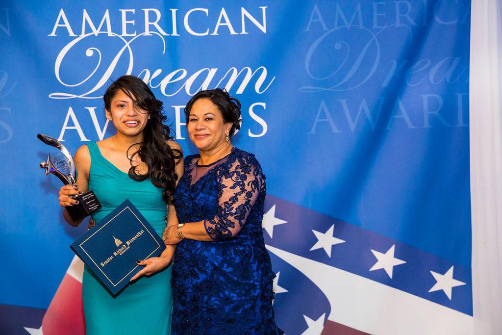 Las Nominaciones para el premio del Sueño Americano Terminarán Pronto