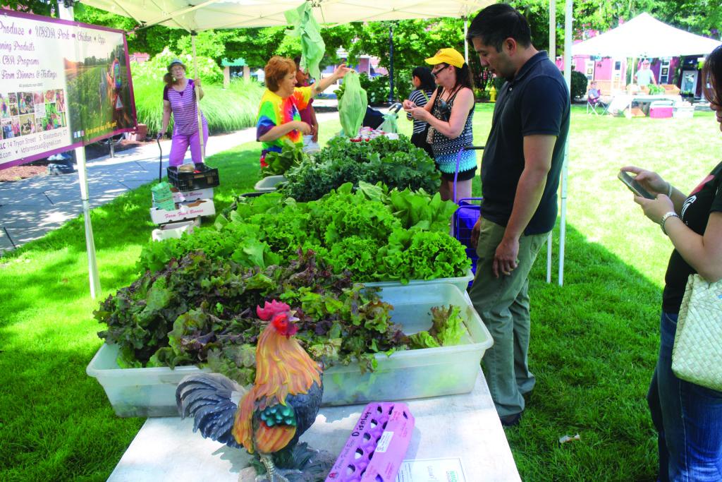 El Mercado de Agricultores Tiene un Nuevo Hogar en el Danbury Green