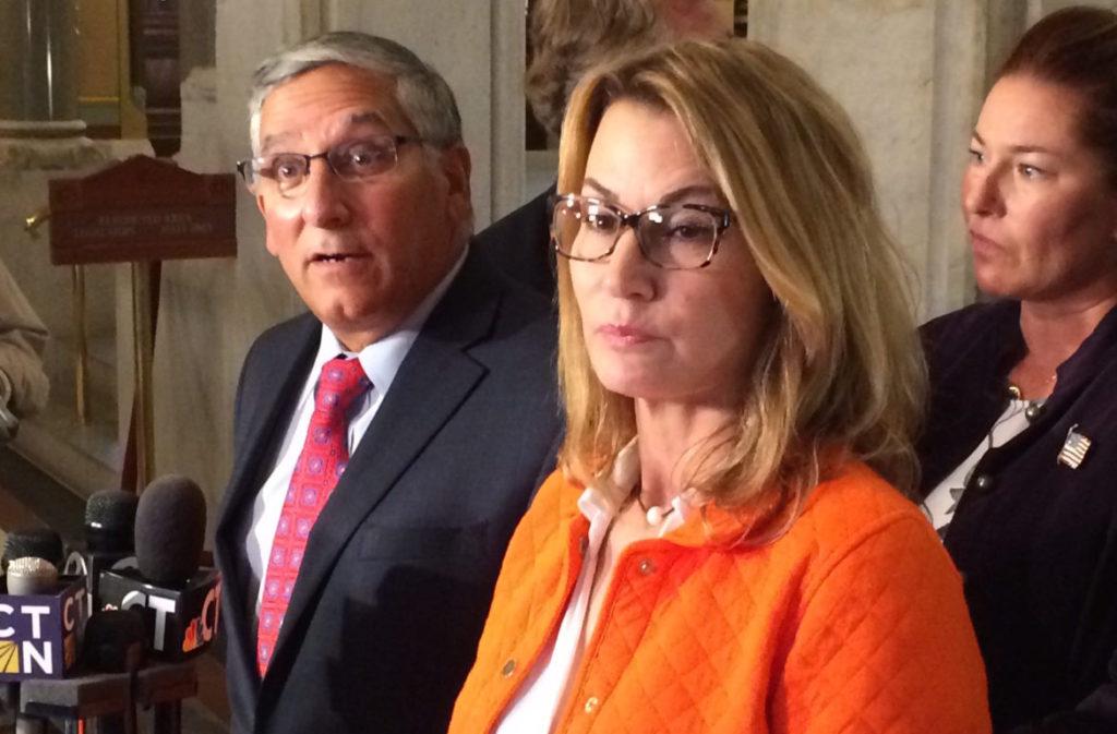 Republicanos y Demócratas Carecen de Soluciones al Ciclo de Déficit Presupuestario de CT