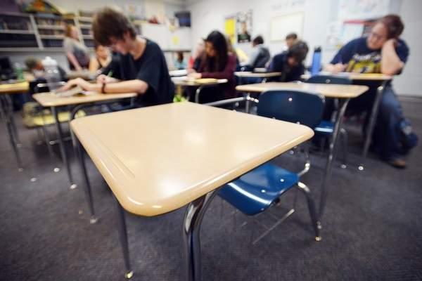 Vigilancia Estatal: Escuelas Mantienen Demasiados Estudiantes en Casa sin Aprobación Médica