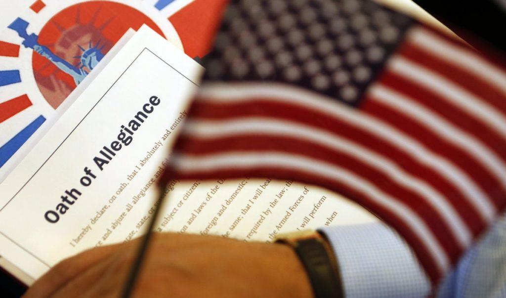 Tenga Cuidado al Solicitar su Ciudadanía