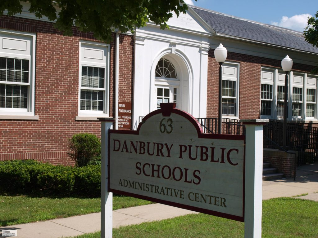 Apoyando al Presupuesto Escolar de Danbury