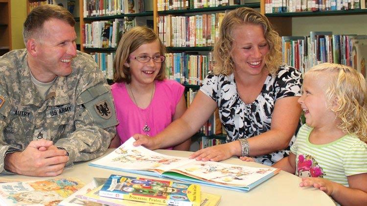 Bibliotecas Públicas Ofrecen un Mundo de Conocimiento Gratis