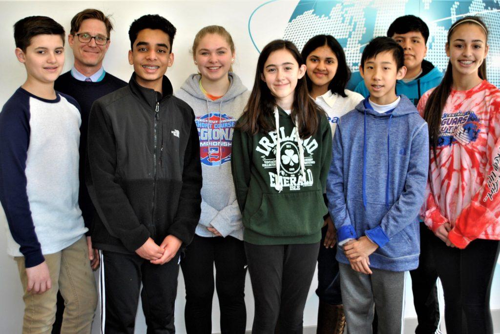 Estudiantes de Westside Middle School Obtienen los Mejores Premios en Feria de Ciencias e Ingeniería de CT