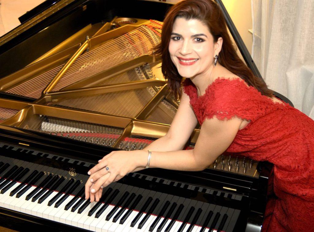 Pianista y Mezzo-Soprano Brasileña Divide su Pasión Musical
