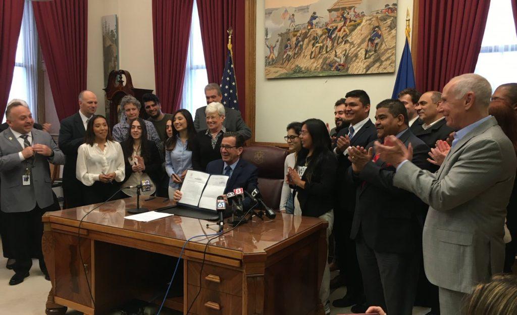Ayuda Financiera para 'Dreamers' se Vuelve Realidad en Connecticut