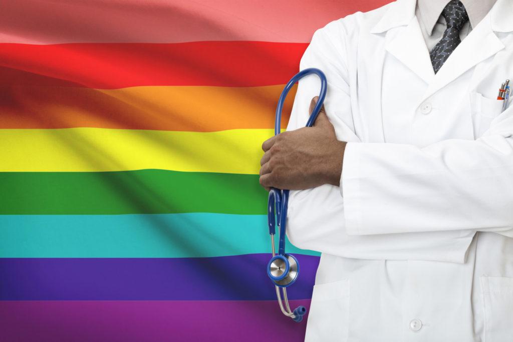 AARP se Asocia con Organizaciones Locales para Aclarar Desafíos de los Ancianos LGBTQ