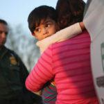 ¿Reunir a Niños Inmigrantes con sus Padres? No Es Tan Fácil.