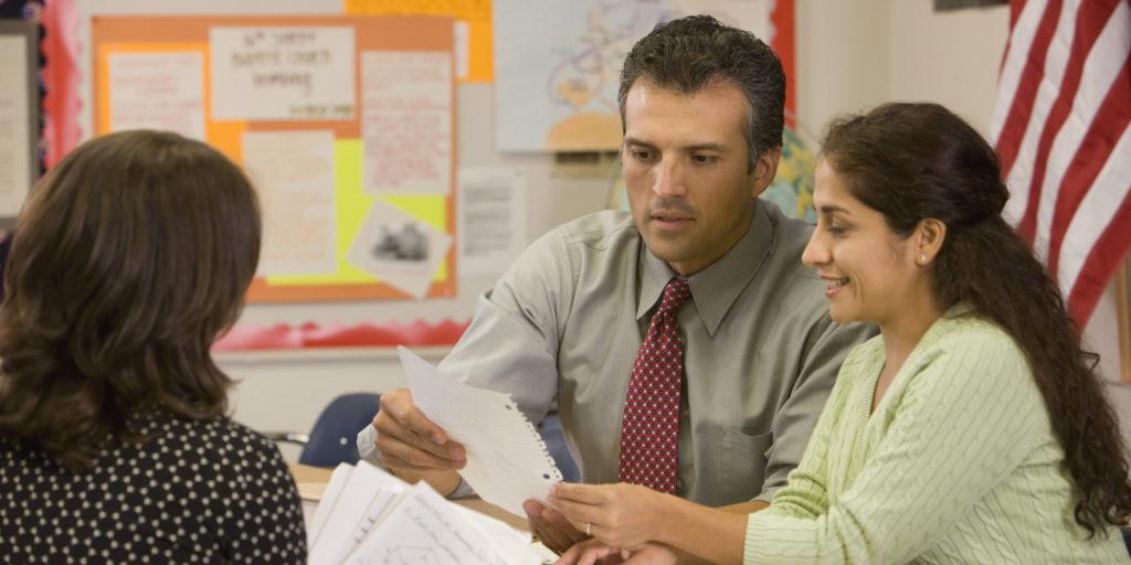 Aprovechando al Máximo las Conferencias de Padres y Maestros al Comprender lo que su Hijo está Aprendiendo.