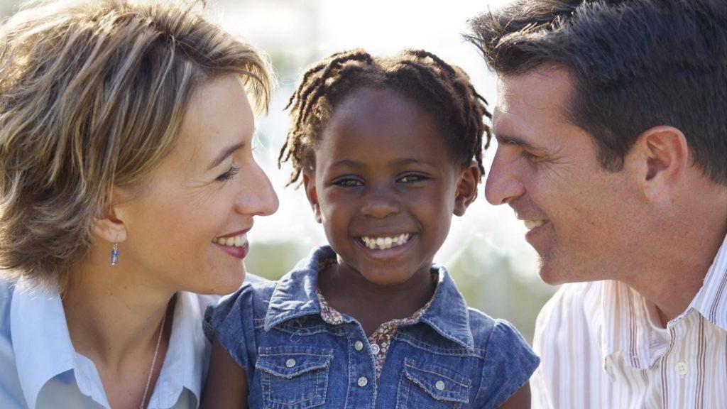 Connecticut Celebra el Mes de Concientización Sobre la Adopción