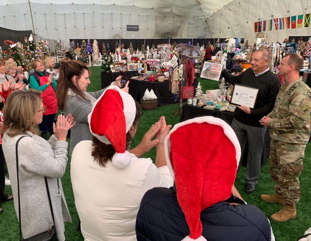 Distinguen a Propietario de Danbury Sports Dome por su Apoyo a los Soldados