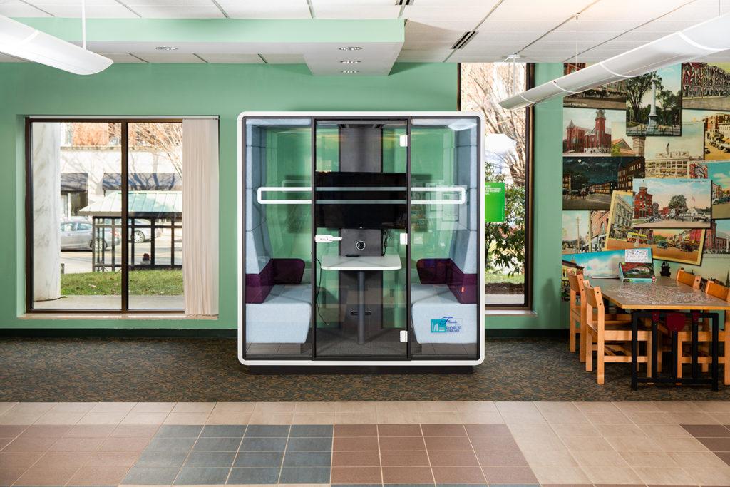 La Biblioteca de Danbury es la Primera en Ofrecer un Nuevo Pod de Reuniones