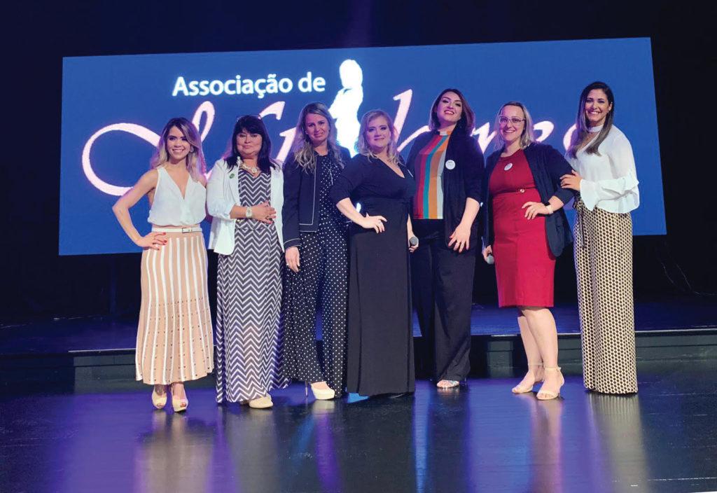 AME (desde la izquierda): Rayanne Silva Araújo (directora en NJ), Cleo Brostel (coordinadora en CT), Mila Cesar Lopes (directora en MA), Lílian Mageski (fundadora y presidenta de AME), Jana Camargo (directora en CT), Emilly Pacheco (directoraen CT), y Ághata Kelly (coordinadora en CT).