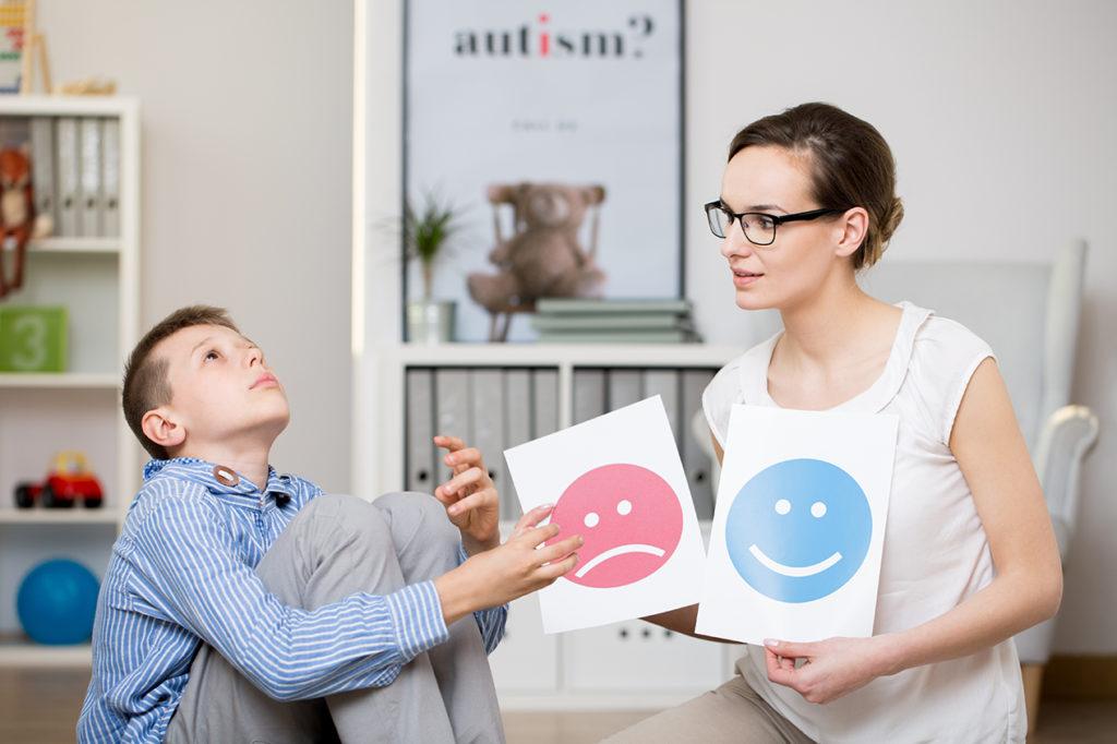 Diagnósticos de Autismo: Latinos Enfrentan Obstáculos