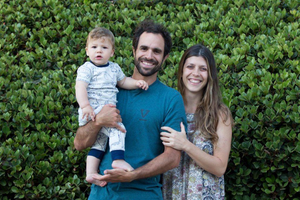 Marco y Juliana con su hijo, Teo.