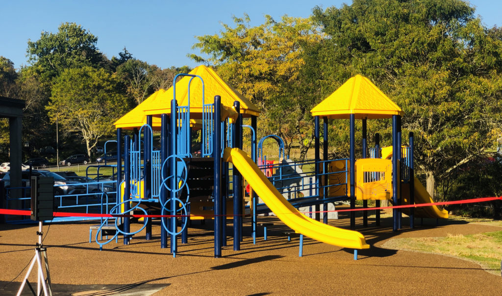 Escuela, Alcaldía y Comunidad Convierten el Sueño de Pembroke Playground en Realidad