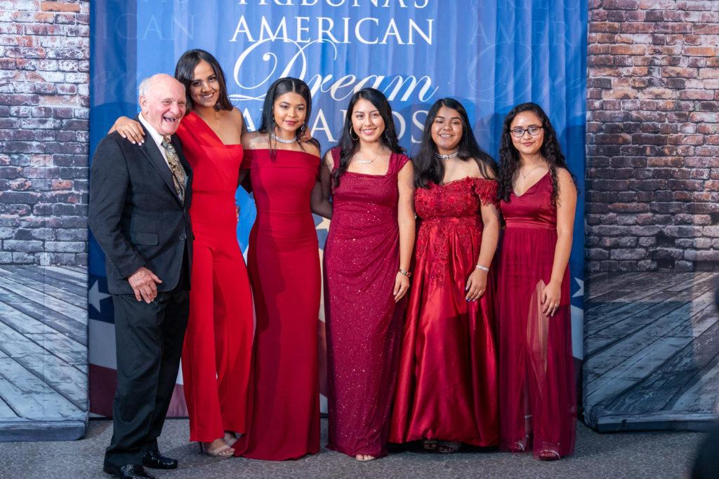 La Sexta Premiación Anual American Dream Otorga $35,000 en Becas y Premios